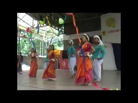 Moyna Cholat Cholat Korere bangla Folk Dance By Deepalaya Children video