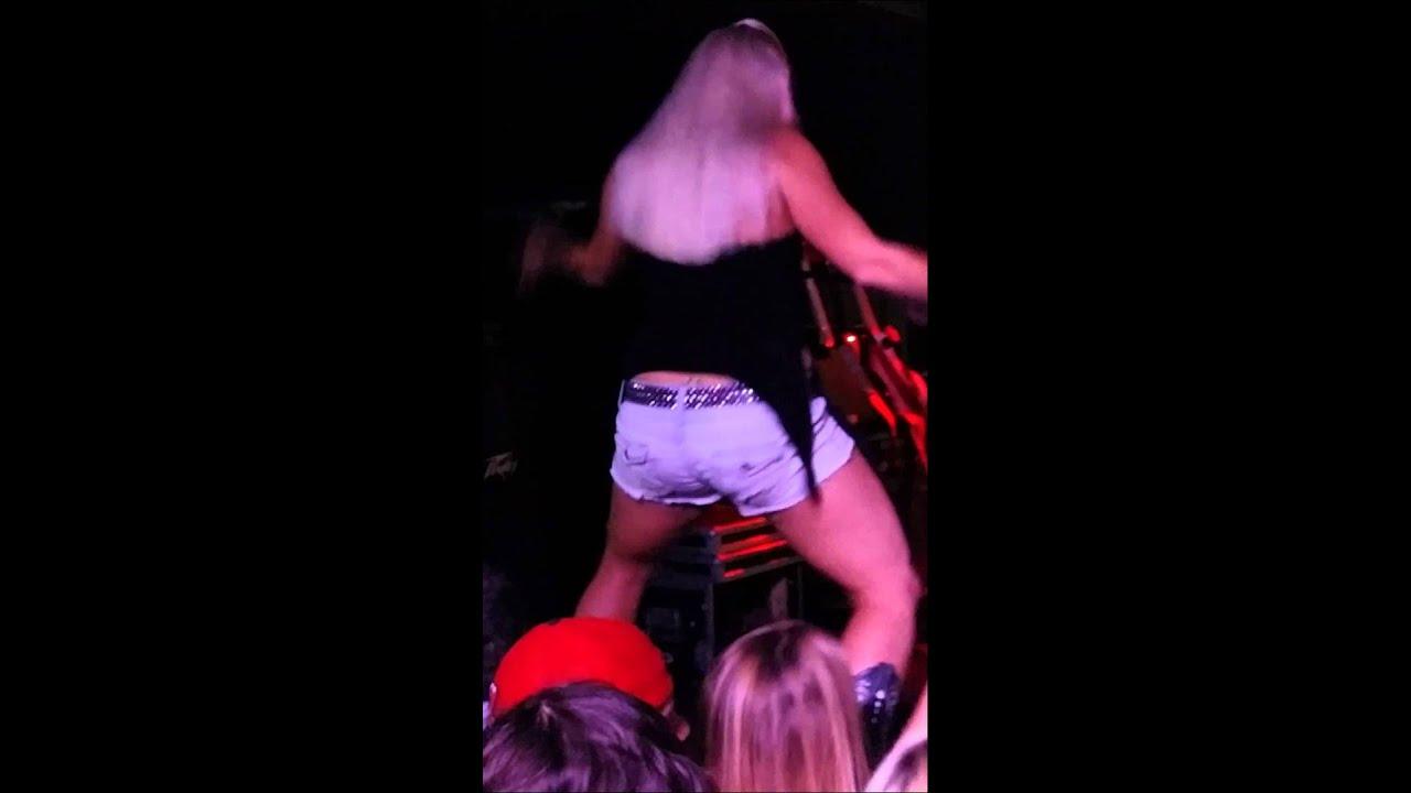 Moonshine bandits brewhouse girls dancing - YouTube