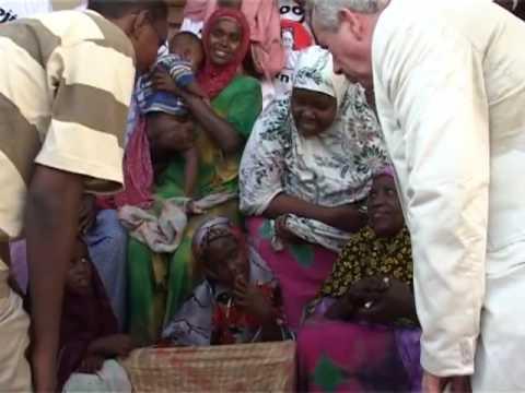 UNICEF: Ambassador Martin Bell in Somalia