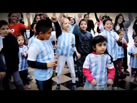 Ex prematuros y sus familias bailan Se Enciende el Mundo