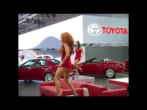 Chicas Sexys Edecanes Rusas en Minifalda Roja Muy provocativas y ardientes