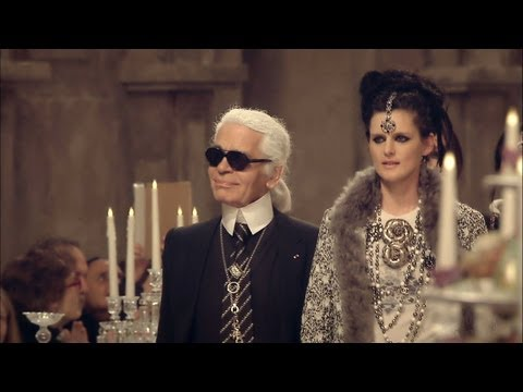 Paris-Bombay Métiers d Art 2011/12 Show - CHANEL