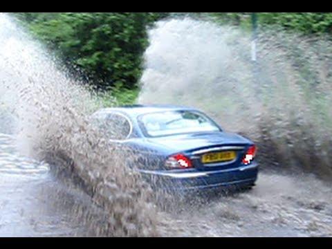 ! Compilation ! Cars driving thru Floods - Big splashes