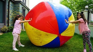 Kids and Mommy pretend play Big Ball - Fun Video