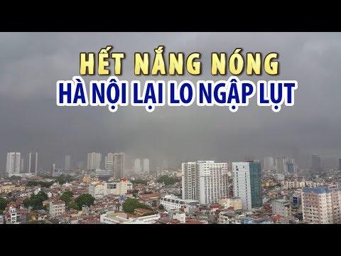 Hà Nội mưa to: Hết nắng nóng giờ lại lo ngập lụt