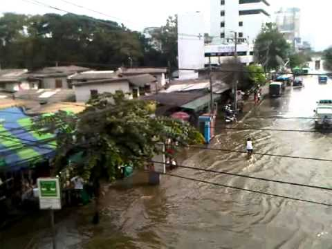 Bangkok Flood 2011-II (Ratchadapisek Road)