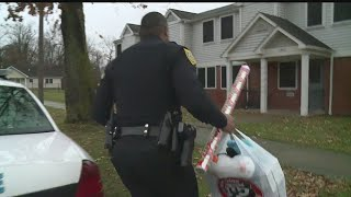 Youngstown officers help parents with Christmas gifts for kids