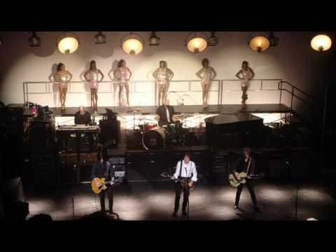 "Paul McCartney - Apollo Theater - New York - Dec 13, 2010 - ""Hitch hike - Marvin Gaye"""
