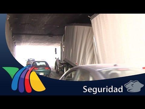Tráiler provoca caos vial en Monterrey | Noticias de Nuevo León