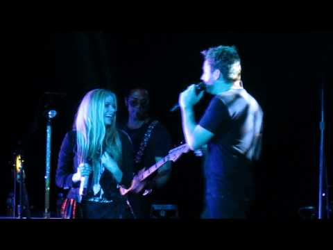Avril Lavigne - Let Me Go ft. Chad Kroeger (Live in Manila 2014)