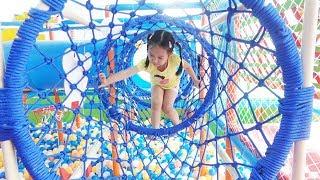 BÉ CHƠI NHÀ BÓNG - Indoor Playground for kids ♥ Dâu Tây Channel
