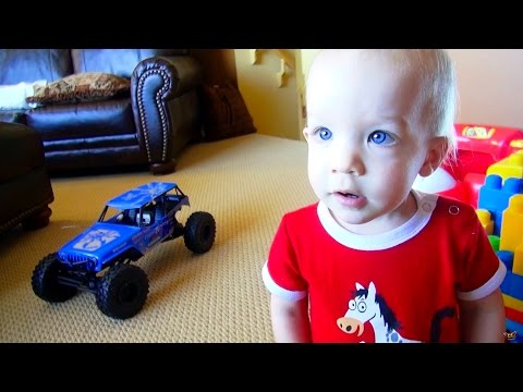 RC ADVENTURES - Baby Mac & an Axial Poison Spyder Wraith 4x4 Rock Racer