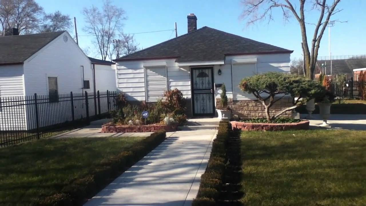 Michael jackson 39 s house in gary indiana youtube for Jackson 5 mural gary indiana