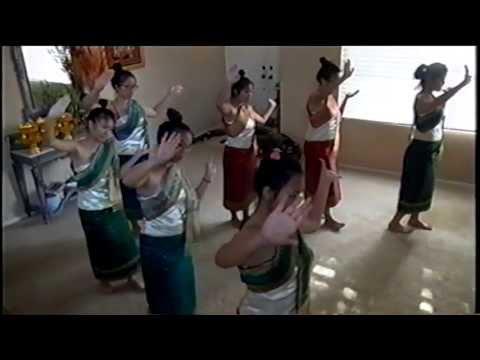 Practice Lao Dance(ການຝຶກຊ້ອມຟ້ອນ )