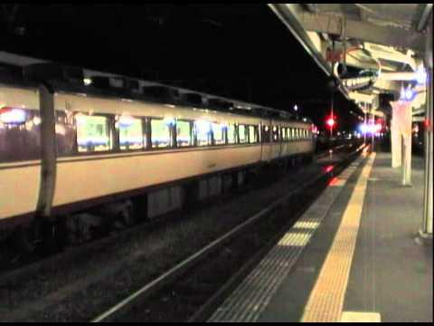 【かにシーズン】夜の城崎温泉駅に入線するキハ47形 183D普通浜坂行き