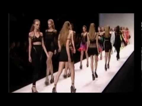 london fashion week 2010 model falls on catwalk burberry show Music Videos