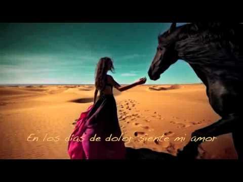 Salma Hayek Canta siente Mi Amor video