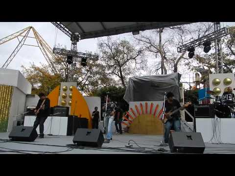 Alúx (Salamanca Guanajuato) en vivo desde Six Flag´s México 2012
