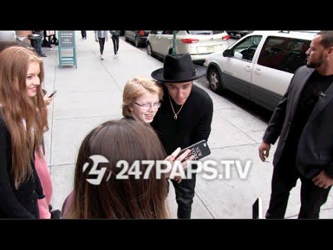 (BrandNew) (Exclusive) Justin Bieber leaving Catch Restaurant in NYC 10-27-14