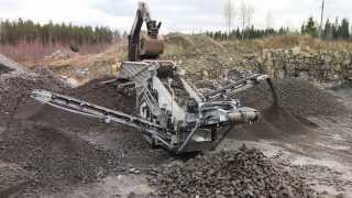Metso Lokotrack® ST2.8™ mobile scalping screen applications