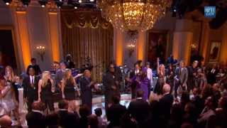 "Stevie Wonder & Ensemble perform ""Dancing in the Streets"" 