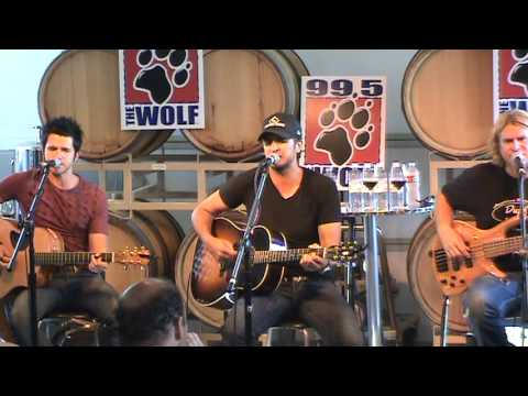Luke Bryan - That's My Kinda Night (live) video