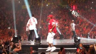 Boyz II Men Video - NKOTB and Boyz II Men - Motown Philly (Live from Philadelphia 6.15.13)