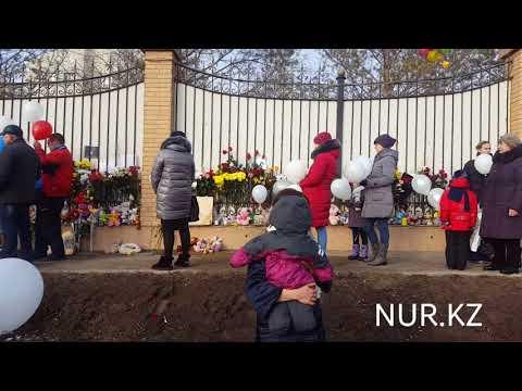 Запуск белых шариков в Астане - скорбим с Кемерово