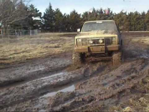 Ol Yeller Chevy SIlverado Mudding Bogging Lifted Truck