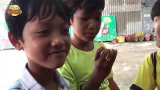 Đi du lịch gặp mấy đứa trẻ bán dạo chèo kéo, đừng vội chửi các bé, vì nhiều bé khổ lắm!!!