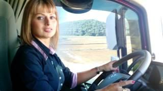 Mulheres no transporte de carga na edição 25 do Informativo do SETCESC