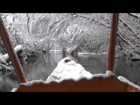 snowfall in kashmir Dal Lake in 1st January 2014
