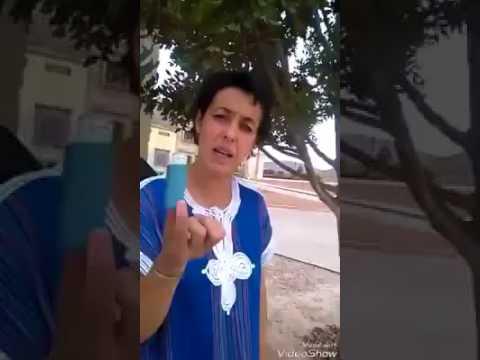 مواطنة موغرابية حرة ترمي ازبالها في باحة بلدية احفير احتجاجا