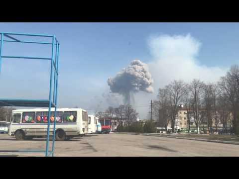 Момент взрыва на складе боеприпасов в Балаклее