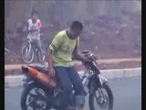 suzuki raider 150 drag race Accident