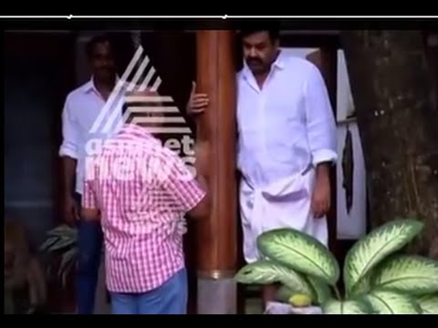 Lalism controversy: Oommen Chandy and Thiruvanchoor  meet Mohanlal