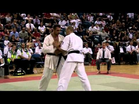 IFK World Kyokushin Full Contact Karate Tournament 2005. HW FINAL- Travers (GBR) vs Gateshev (RUS) Image 1