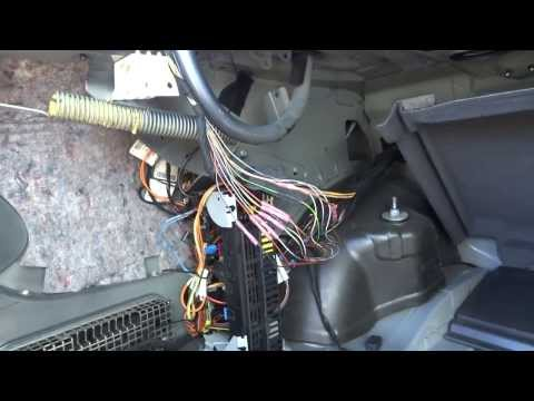 Mercedes w211 brake light trunk how to save money and for Mercedes benz brake light problem