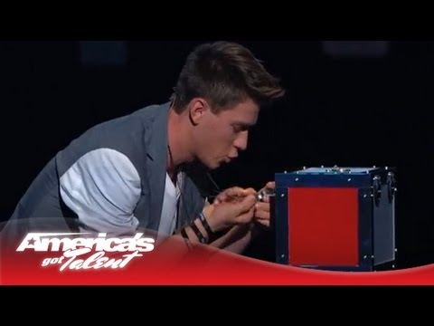 The youngest magician to perform on the Radio City stage takes his magic skills to Twitter! Watch, and be amazed by Collins Key. Subscribe Now for More AGT: ...