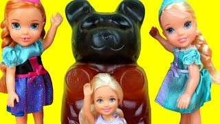 GIANT Gummy bear ! Elsa & Anna toddlers - Candy store - Barbie is sad, but gets a Gift