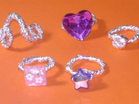 Easy kids crafts: aluminum paper rings