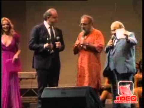 San Giorgio a Cremano (NA) – Il premio 'Troisi' a Giobbe Covatta