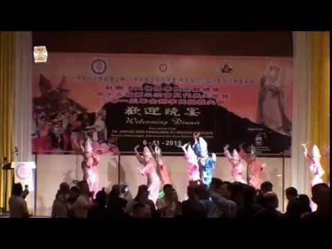 多元种族民俗舞蹈表演 Ethnic dances by Sabah Tourism Board.