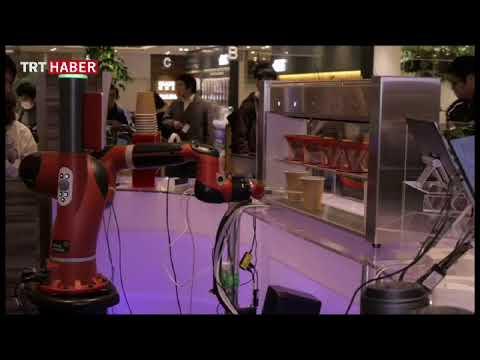 Japonya'da bir kafede kahveyi robotlar hazırlıyor