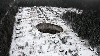 GIGANTE AGUJERO DE 30 A 40 METROS DE ANCHO APARECE EN RUSIA 24 DE NOVIEMBRE 2014
