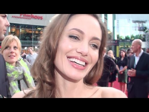 World War Z Premiere (Brad Pitt & Angelina Jolie) in Berlin (full HD)