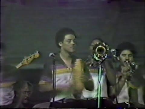 ALVARO DEL CASTILLO CON EL GRUPO NICHE AÑO 1982 FERIA DE CALI BUENAVENTURA Y CANEY EN VIVO.wmv