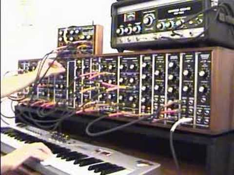 Moot Booxlé's first Synthesizers.com movie