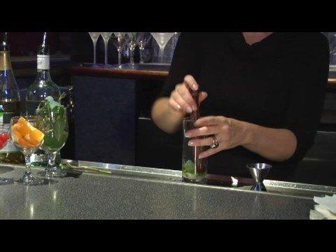 Recetas De Bebidas Hechas Con Ron : Preparación De Un Mojito