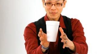 Zaubertrick: Der fliegende Kaffee Becher